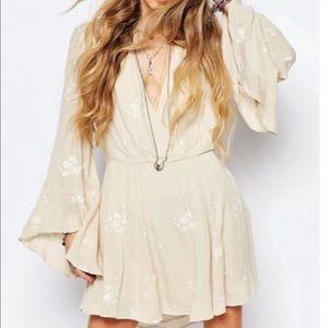 FREE PEOPLE bell sleeve dress size 6 beige boho